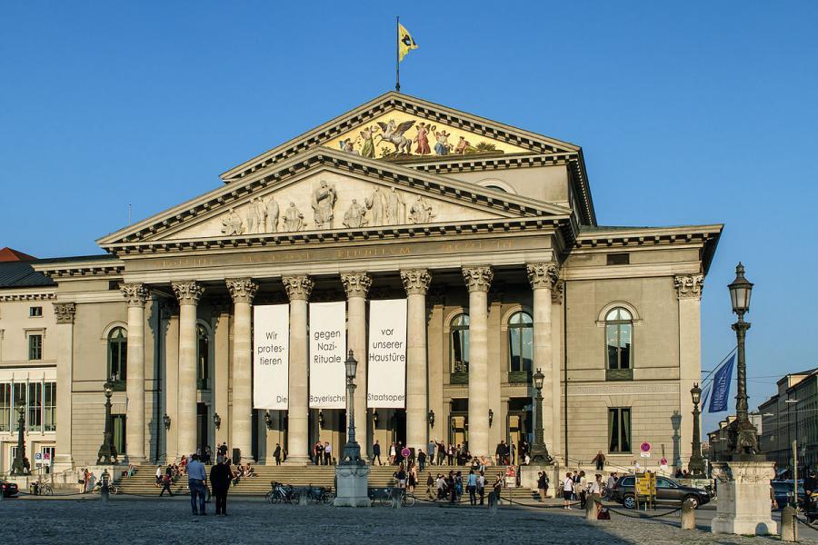 Name:  1200px-Bayerische_Staatsoper_-_München_-_2013.jpg Views: 111 Size:  99.3 KB