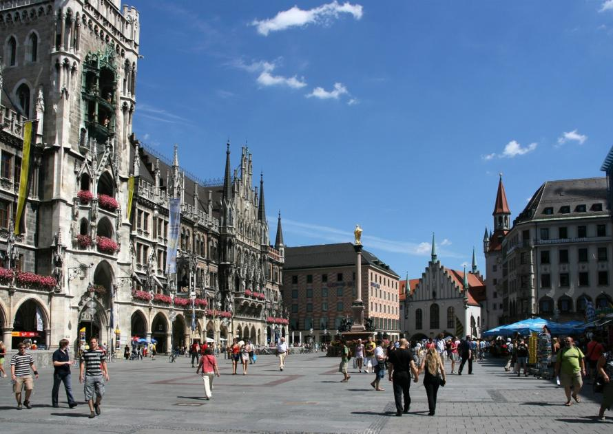 Name:  Marienplatz-in-Munich-Germany.jpg Views: 85 Size:  97.0 KB