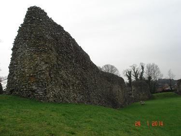 Name:  Berkhamsted Castle 1.jpg Views: 226 Size:  45.8 KB