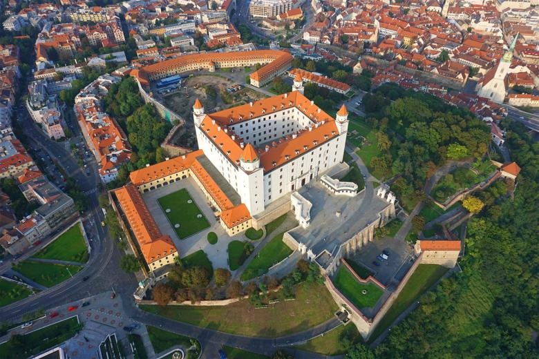 Name:  bratislava-castle-150-cs.jpg Views: 81 Size:  102.5 KB