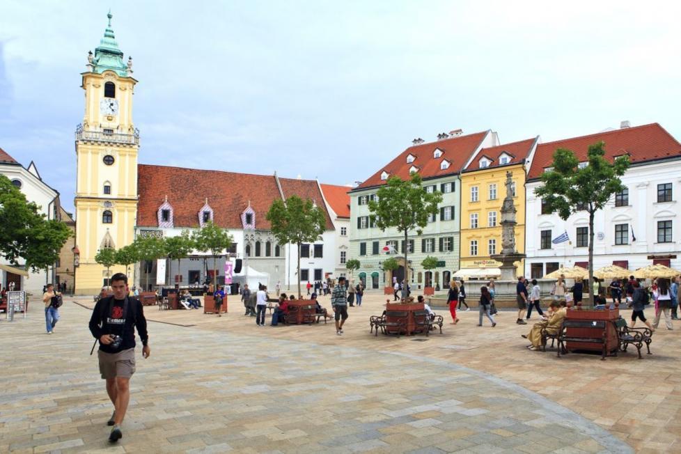 Name:  csm_Bratislava%20Hlavne%20namestie%20den_01_f8d4587e0c.jpg Views: 70 Size:  95.9 KB