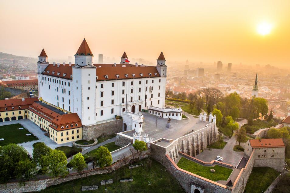 Name:  letecka-vychod-slnka-hrad.jpg Views: 69 Size:  97.1 KB
