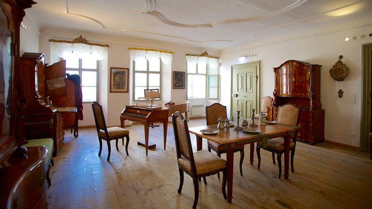 Name:  Mozarts-Birthplace-Mozarts-Geburtshaus-47442.jpg Views: 87 Size:  54.1 KB