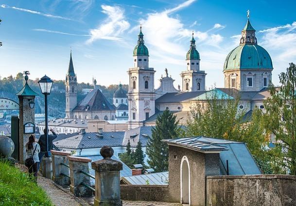 Name:  mönchsberg mit blick auf dom--tourismus salzburg.jpg.3763653.jpg Views: 77 Size:  61.2 KB