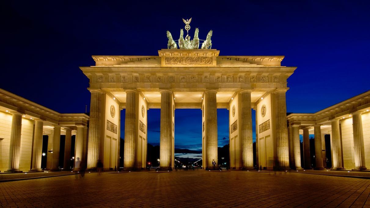 Name:  Berlin-BrandenburgGate_1600.jpg Views: 145 Size:  94.8 KB