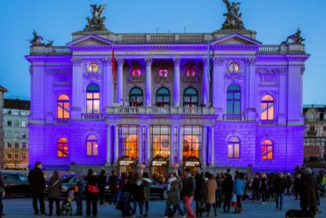 Name:  44560-opernhaus-zurich-opernball-c-eduard-meltzer.jpg Views: 191 Size:  20.3 KB